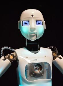 robot-355340_640-220x300